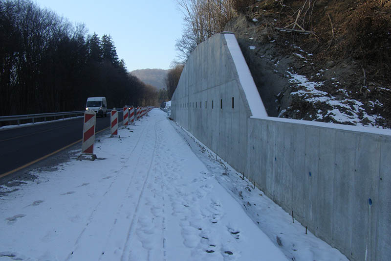 Lovčica oporný múr